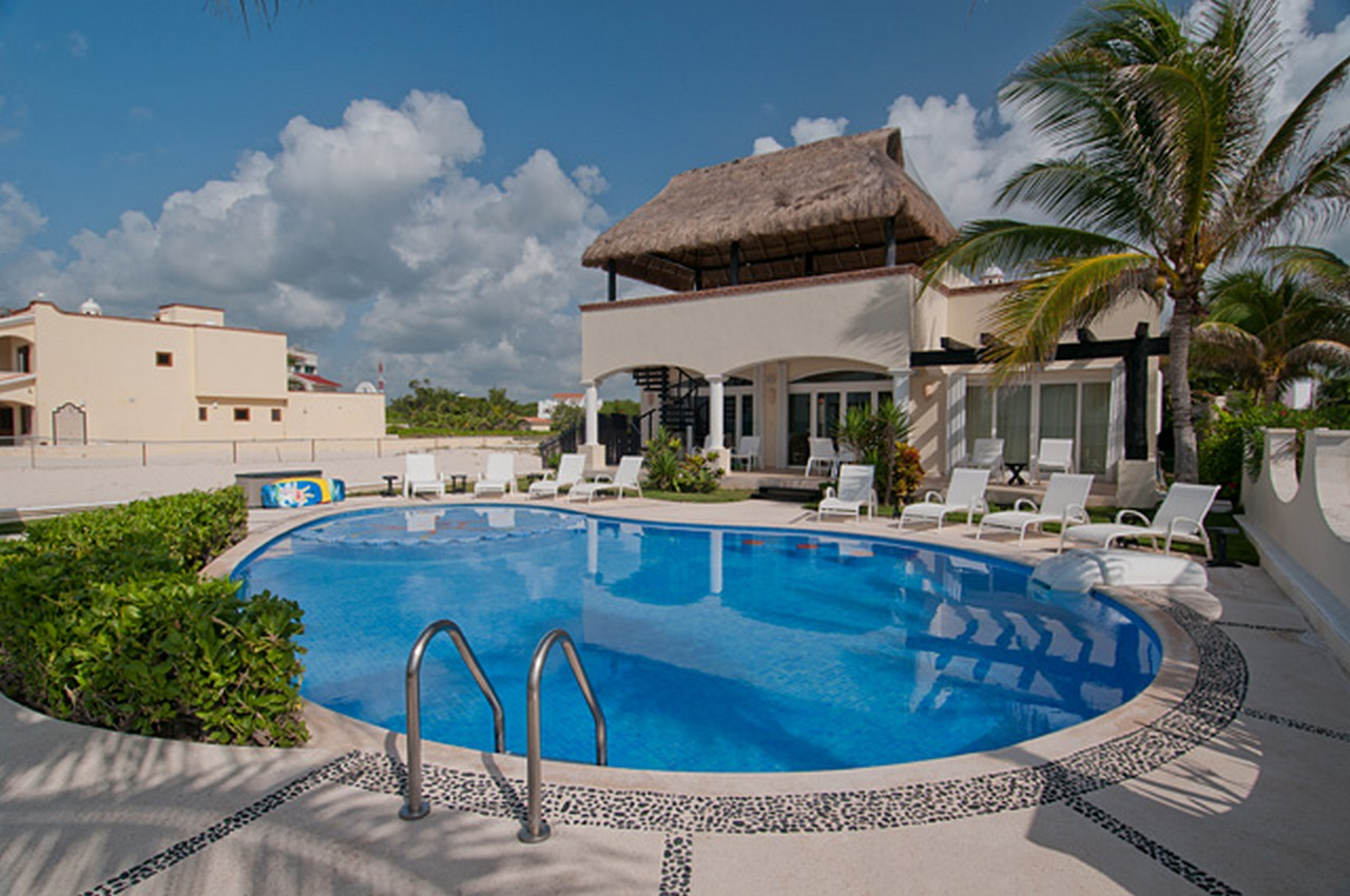 kinney-smith-mexico-playa-paraiso-luxury-beachfront-villa-Playa-del-Carmen-real-estate